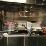 自家製麺 つきよみ - 内観写真:厨房