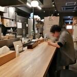 自家製麺 つきよみ - 内観写真:店内