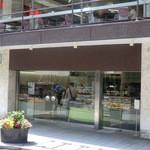 喜久家洋菓子舗 - 外観。2Fはカフェ。
