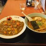 萬来軒 - ラーメン620円(8の付く日は縁日特売380円)とカレーライス620円。