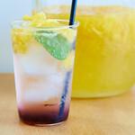 ハトバ - 季節のソーダ2(カシスとブルーベリーシロップ+甘夏シロップ、ミント、甘夏果肉)