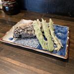 讃岐饂飩 恩家 - 茄子、げそ、インゲン豆の天ぷら。