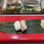 立喰 さくら寿司 - ・春子鯛 250円 ・スミイカ 200円