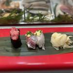 立喰 さくら寿司 - ・いわし 100円 ・あじ 100円 ・中おち 200円
