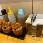 横浜ラーメン 北村家 - 卓上調味料類。