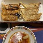 餃子の王将 - 餃子一人前は良く焼き半分と半端焼き半分www