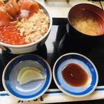 ウトロ漁協婦人部食堂 - 三種丼のセット