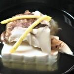味吉兆 ぶんぶ庵 - 椀 山口産松茸 香住紅ズワイ真薯 豆腐