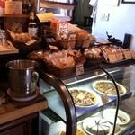 バードランドカフェ - 美味しそうな焼き菓子達。