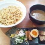 春樹 - 超濃厚魚介とんこつつけ麺 ¥780
