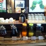 バードランドカフェ - ドリンクバーコーナー。