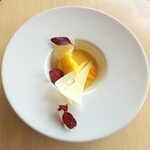 ランファン・キ・レーヴ - インカのめざめ。ポテトのピューレをチーズと合わせ、カラスミを散らした一品