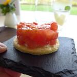 ランファン・キ・レーヴ - トマトの下に、バニラ風味のクリームを挟んであるのが味わいのポイント