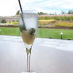 ランファン・キ・レーヴ - 自家製洋梨コンフィチュールとミントのソーダ割り(¥880)。お酒が飲める状況なら、シャンパン割りも可能です