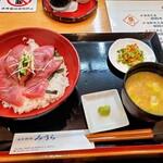 日本料理みうら - まぐろ丼定食、中トロ旨いけど900円でお値頃でつ!