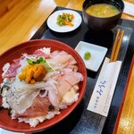 日本料理みうら - これが海鮮丼スペシャル定食1700円