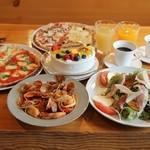 ピッツェリアSakai - バースデーディナーの写真です。(写真は4名様分です)