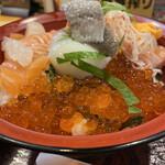 141044417 - サーモンとイクラの親子丼¥1.000