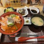 141044422 - サーモンとイクラの親子丼¥1.000