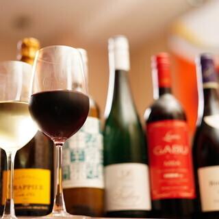 《時間無制限》ボトルワイン飲み放題で鉄板料理を楽しむ‼