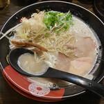 141049254 - 大分鶏と九州豚骨のWスープ 豊(とよ)ラーメン¥630