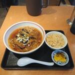 昭和軒 - 本日の定食、麻婆茄子ラーメン定食780円。