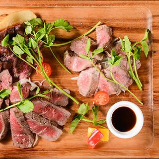 ステーキやグリルが贅沢に味わえる盛り合わせもございます♪