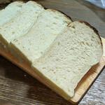オンザディッシュ - 『cotton 食パン(幅8cm 長さ9cm 高さ14cm)』 470円(税込)