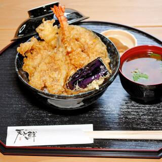 ◆ランチ税込1000円。目の前で揚げる天ぷらを五感で楽しむ♪