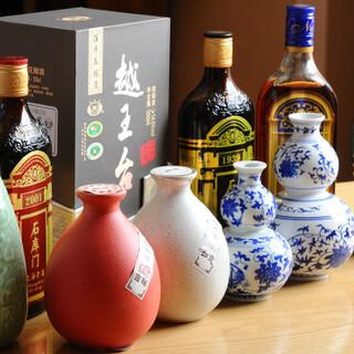 種類豊富な紹興酒をメインに、様々なお酒を取り揃えております!