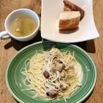 141068448 - ポルチーニ茸の生パスタクリームソース                       パン&スープ 中盛 140g 1100円