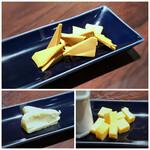 cheese and BAR - ◆チーズのそれぞれの名称は忘れましたけれど、どれも美味しい。 中でも上の画像のチーズの味わいが好みでした。 ハイボールにも合いますが、ワインとともに頂くとより美味しいような気がします。