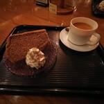 141069659 - 紅茶の特製シフォンケーキセット
