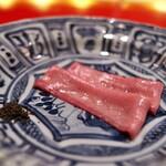 にくの匠 三芳 - 定番の牛タン昆布〆。何度食べても特上の美味しさ。