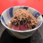 にくの匠 三芳 - 近江牛のタルタル、キャビアとたっぷり削った白トリュフを飯蒸しと共に。