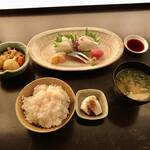 Hajime - 五種の刺身定食(税込み1000円)