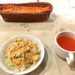 ピアーズ - 料理写真:【ランチセット】サラダ・トマトスープ
