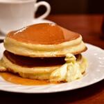 サンシャイン - 【ホットケーキセット@780円】ホットケーキ:滑り落ちたバターに、メープルシロップを。