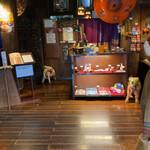 ナムチャイ 岡崎 - 店舗内部。受付&レジ