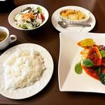 グールマンド - 料理写真:日替わりランチ(若鶏のチーズ入り卵包み焼きと魚のグラタン)   ¥990-