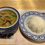 ナムチャイ 岡崎 - グリーンカレー ライス・サラダ付き(¥870税別)