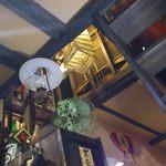 串丸二丁目の角 - 1階個室(4名席)から2階を見上げた様子
