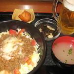 ぬちぐすい - 夜Bランチ(タコライス・小鉢・スープ・サーターアンダギー)+生小オリオン 980円