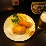 和泉屋 - カニクリームコロッケにビール