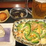 ぬちぐすい - 夜Cランチ(チャンプルー・小鉢・おにぎり・サーターアンダギー)+生小オリオン 980円