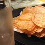 居酒屋 幅 - 揚げたてポテトチップス ¥350