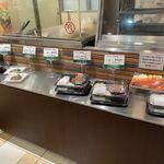 ステーキハウス 蜂 - お店の前には佐賀牛を使った様々なお弁当が並んでました。