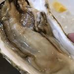 うにと牡蠣と日本酒と 鮨遊成 - 生牡蠣プリップリほんと新鮮