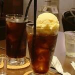 Bumboudougyararikafe - 珈琲フロート、アイスコーヒー