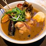 141154047 - 【2020年10月】パリパリ知床鶏と野菜カレー@1,200円(スープ通常、辛さ中辛、ライス小盛)、メインアップ。